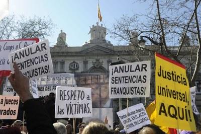 Manuela en el país de las injusticias