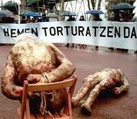 Hemen torturatzen da
